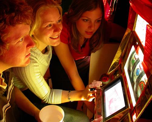 Jamaican Gambling: Slot Machines, 3 Reel Casino Slots vs. 5 Reel Slots –  THE ISLAND JOURNAL