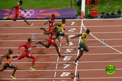 Usain winning 100m finals 2