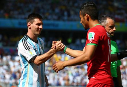 Argentina's Lionel Messi shakes hands with Reza Ghoochannejhad - Argentina 1 vs. 0 Iran