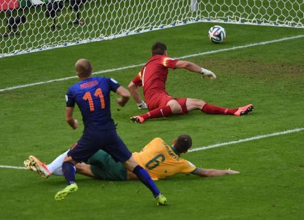 Arjen Robben scores the opener in the 20th minute in Porto Alegre- Australia 2 vs. 3 Netherlands
