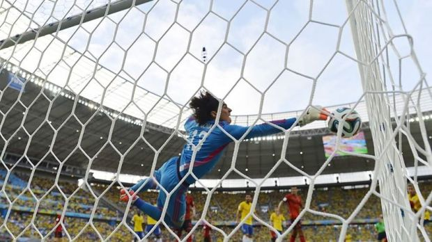 2014 Fifa World Cup - Mexico's Ochoa pulls off another save