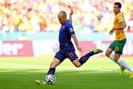 Netherland's Arjen Robben shoots to score the opener in the 20th minute - Australia 1 vs. 1 Netherlands