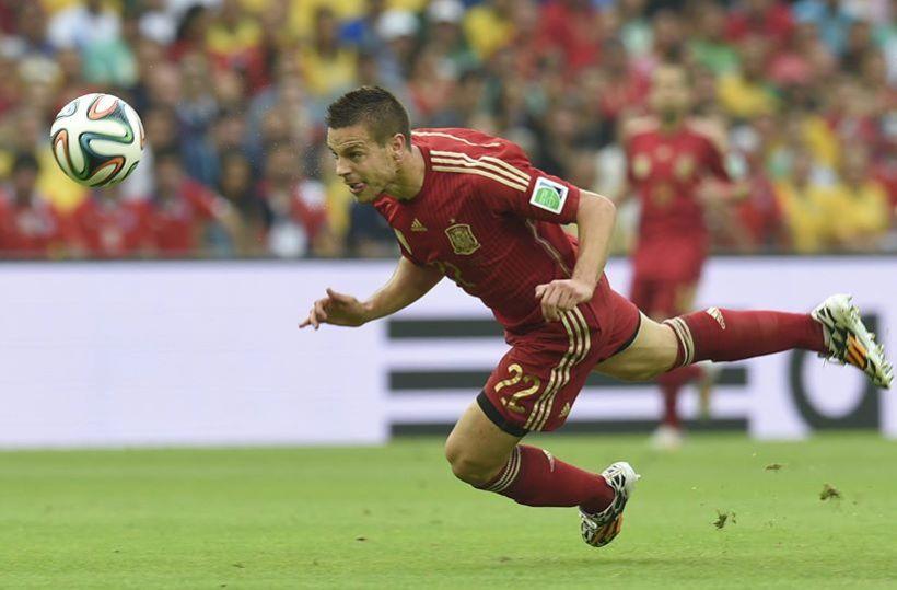 Spain defender Cesar Azpilicueta attemps a diving header in Rio de Janeiro - Spain 0 vs. 2 Chile