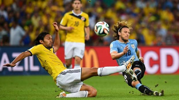 2014 FIFA World Cup - Uruguay's Diego Forlan and Colombia's Abel Aguilar vie for the ball.