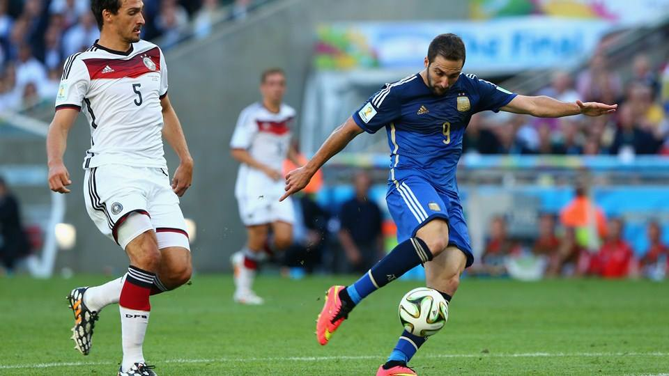 2014 FIFA World Cup - Argentina forward Gonzalo Higuain misses a chance wide.