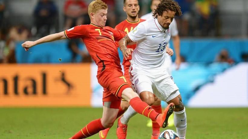 2014 FIFA World Cup - Belgium midfielder Kevin De Bruyne challenges USA midfielder Jermaine Jones.