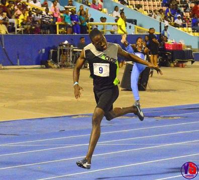 Javon Francis wins mens 400m
