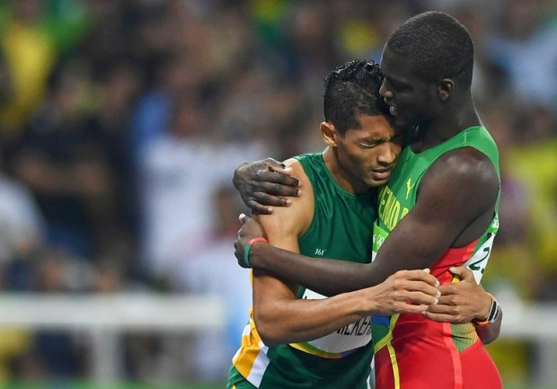 Rio 2016 Olympics Van Niekerk Of South Africa Blew Away Kirani James & LaShawn Merritt With 400m World Record 2200